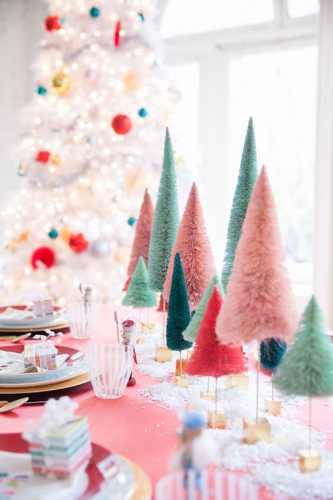 table Noël, table colorée pour Noël, table festive Noël, table Noël